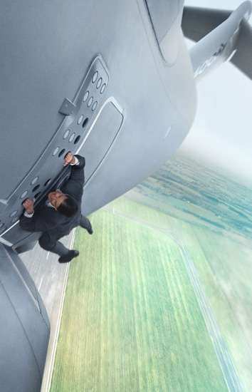 Aksi-aksi Mendebarkan Tom Cruise di 'Mission: Impossible Rogue Nation'