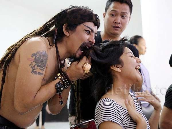 Hiii! Rambut Bianca Liza Mau Dimakan Limbad