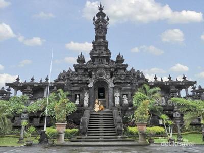 Simbol Tanggal Kemerdekaan RI di Monumen Bajra Sandhi, Bali