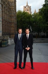 Liam Payne dan Louis Tomlinson berpose di red carpet saat tiba di lokasi acara. Stuart C. Wilson/Getty Images/detikFoto.