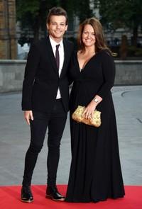 Di kesempatan itu, Louis juga mengajak sang ibu, Johannah Poulston. Stuart C. Wilson/Getty Images/detikFoto.