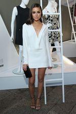 Olivia Culpo dalam Balutan Dress Berbelahan Dada Rendah