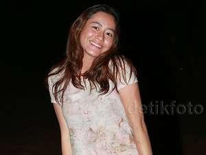 Laura Theux, Cantik-cantik Kok Dekil?