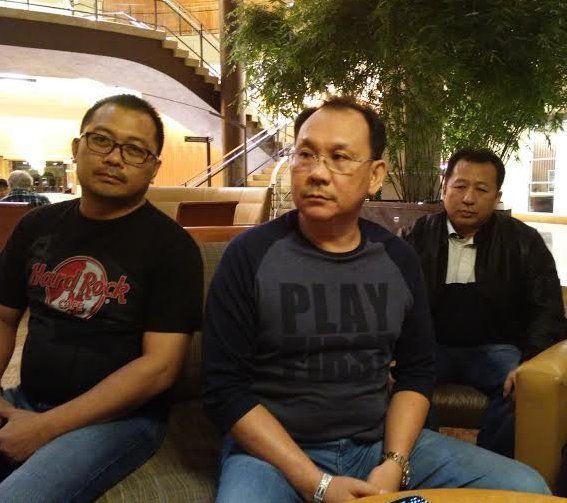 Foto: Presdir Sriwijaya Air Chandra Lie saat jumpa pers didampingi Jefferson Jauweba dan Franky Gan.