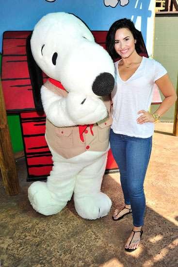 Happy Birthday! Demi Lovato Rayakan Ultah Bareng Snoopy