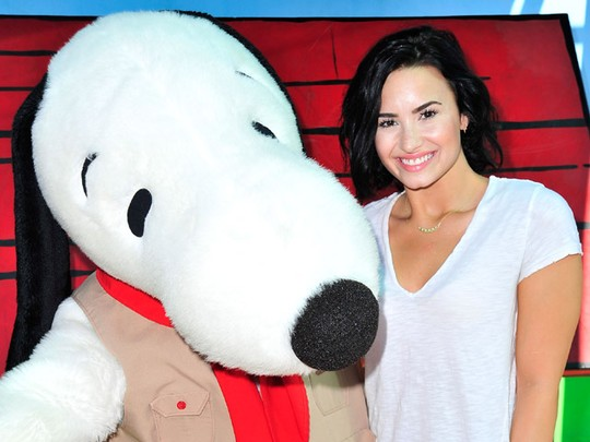 Happy Birthday! Demi Lovato Rayakan Ultah Bareng Snoopy