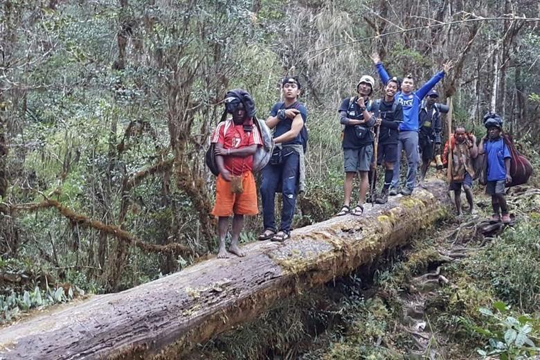 Menembus Rimba Papua ke Ugimba, Desa Terujung di Kaki Carstensz