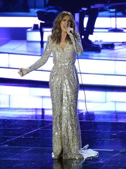Terharu, Celine Dion Menangis di Panggung