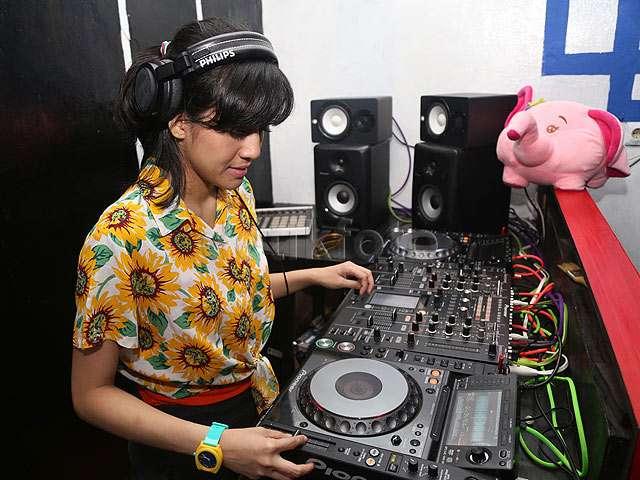 Yuk, Intip Putri Una Nge-DJ