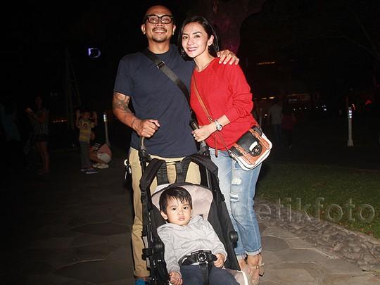 Enno Lerian Nikmati Akhir Pekan dengan Suami dan Anak Tercinta