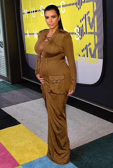 Gaya Hamil Kim Kardashian di MTV VMA 2015, Love It or Leave It?