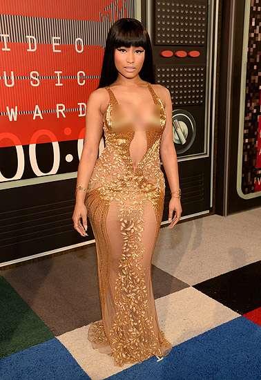 Sexy in Gold! Nicki Minaj Pamer Tubuh Montok