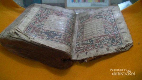 Hasil gambar untuk al quran 700 tahun di aceh