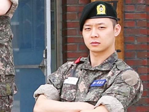 Foto Yoochun JYJ Berseragam Militer Di-Photoshop Fans Jadi Lucu