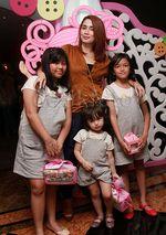 Sederet Ibu Cantik Ramaikan Pesta Ultah Amora