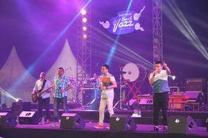 Di Jakarta Ada Bon Jovi, Kalau di Banyuwangi Ada Jazz Pantai