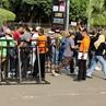 Fans Bon Jovi Serbu GBK