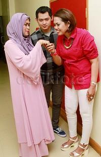 Ely dan Ferry bersama ibunda Ferry, Maryatun.