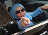 Lupakan Cerai Sejenak, Muzdhalifah Tampil Kece Berkacamata Hitam