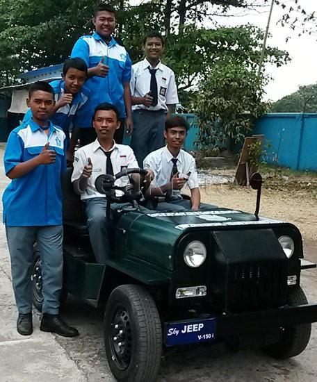 Sky Jeep V150 yang dirancang dan dirakit siswa SMK ini tampilannya mirip dengan Jeep Willys namun dalam ukuran yang lebih kecil.