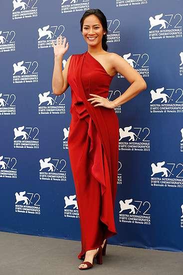 Tara Basro Merah Memesona di Venice Film Festival
