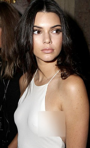 Sempat Jadi Pemberontak, Kendall Jenner Punya Tindikan di Bagian Dadanya