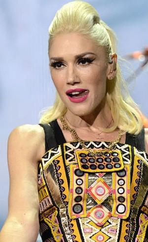 Gwen Stefani Rilis Makeup Dengan Urban Decay