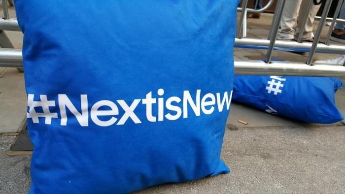 Bantal dengan tagar #NextIsNew (ibtimes)