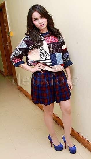 Momo 'Geisha' Bergaya dengan Rok Mini