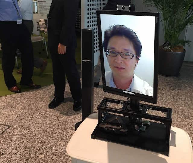 Prototipe robot video conference Fuji Xerox (van/detikINET)