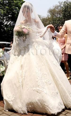 Chelsea Olivia Tampil Bak Putri dengan Gaun Hian Tjen di Hari Pernikahannya