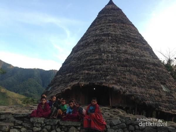 Anak-anak di Desa Wae Rebo