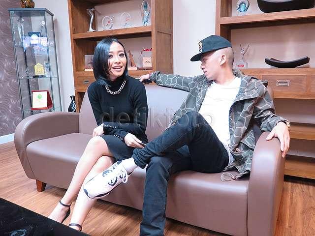Akrabnya Rinni Wulandari dengan Rapper Malaysia