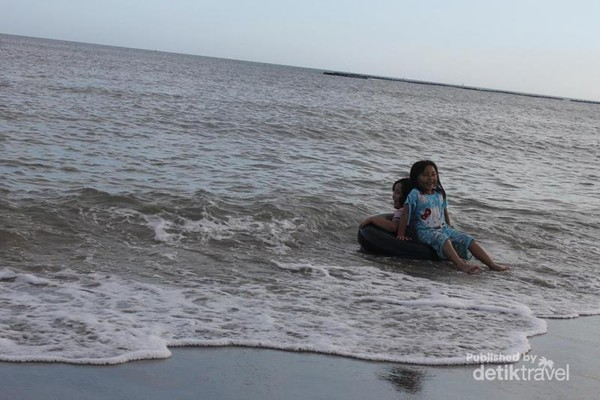 Kecerian dengan keindahan Pantai Marina