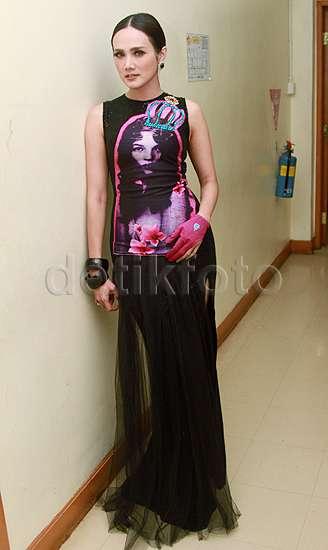 Mulan Jameela in Black