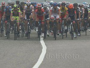 Asap Masih Temani Pebalap Tour de Singkarak