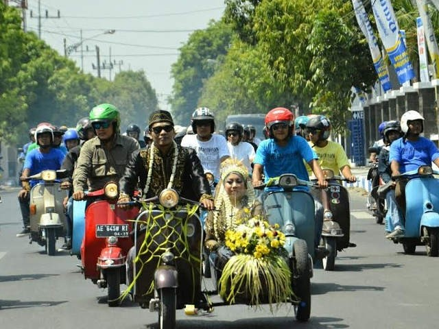 Just Married ala Pengguna Vespa