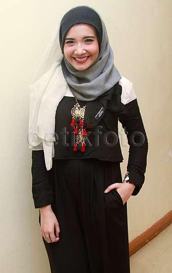 So Sweet! Irwansyah Kecup Zaskia Sungkar