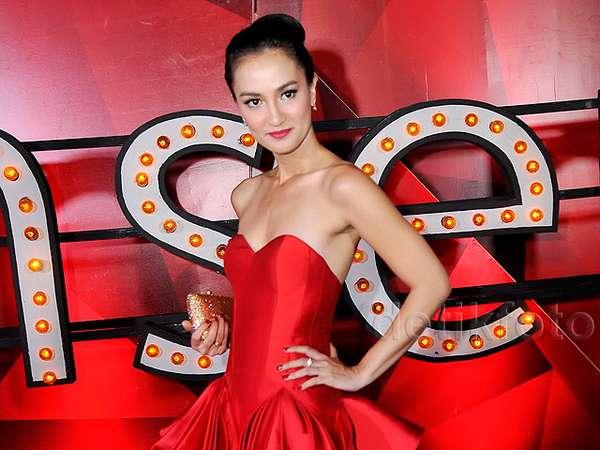 Atiqah Hasiholan, Ravishing in Red!