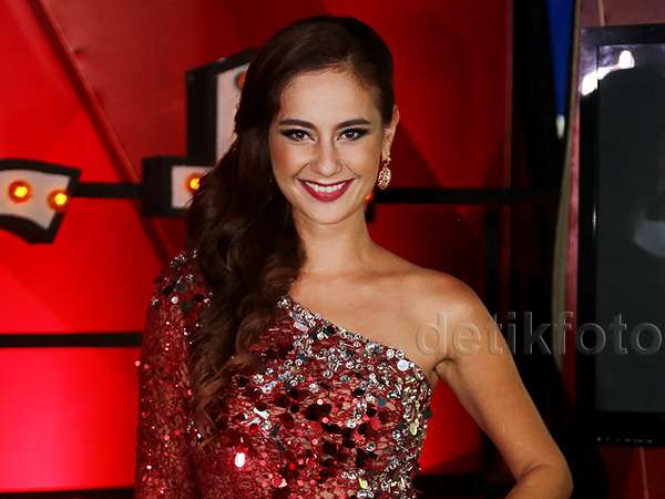 Dazzling in Red, Marissa Nasution