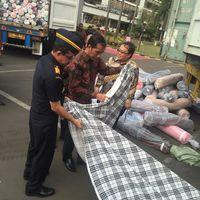 Musnahkan 4 Kontainer Tekstil Ilegal, Jokowi: Ini Perusak Industri Nasional