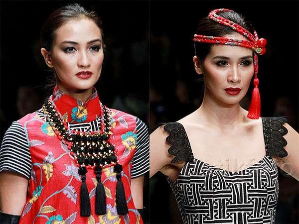 Atiqah dan Marsha Timothy Elegan Dibalut Busana Batik Ivan Gunawan