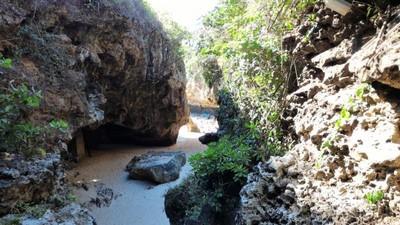Naik Turun Tangga Demi Nikmati Pantai Keren di Bali