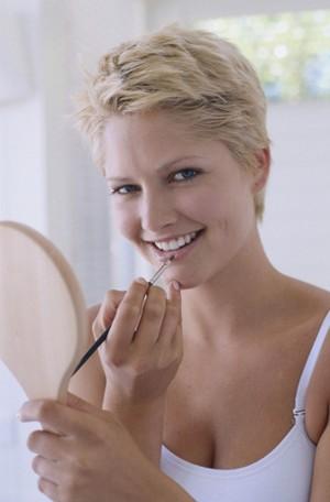 Jangan Berlebihan, Ini Panduan Merias Wajah & Rambut Saat Wawancara Kerja