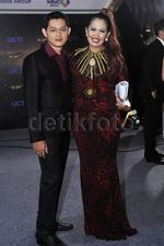 Ely Sugigi Diapit Rezky Aditya Asli dan Rezky Aditya KW