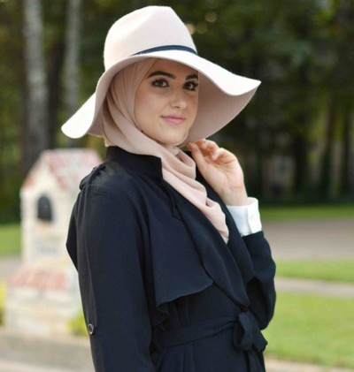 5 Tips Padu Padan Hijab Dan Topi Dari Fashion Blogger Texas Leena