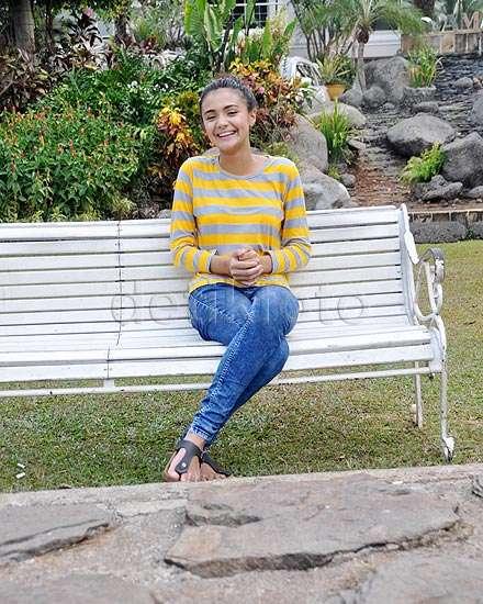 Boys, Amanda Rawles Tetap Cantik Tampil Kasual