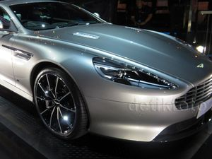 Aston Martin DB9 GT Bond Edition Meluncur