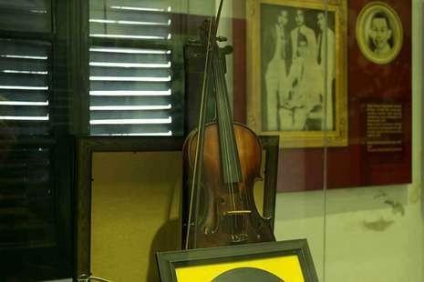 Biola WR Supratman di Museum Sumpah pemuda (Randy/detikTravel)