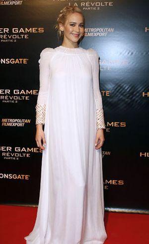 Setelah Tampil Seksi, Jennifer Lawrence Muncul Bak Malaikat di Paris
